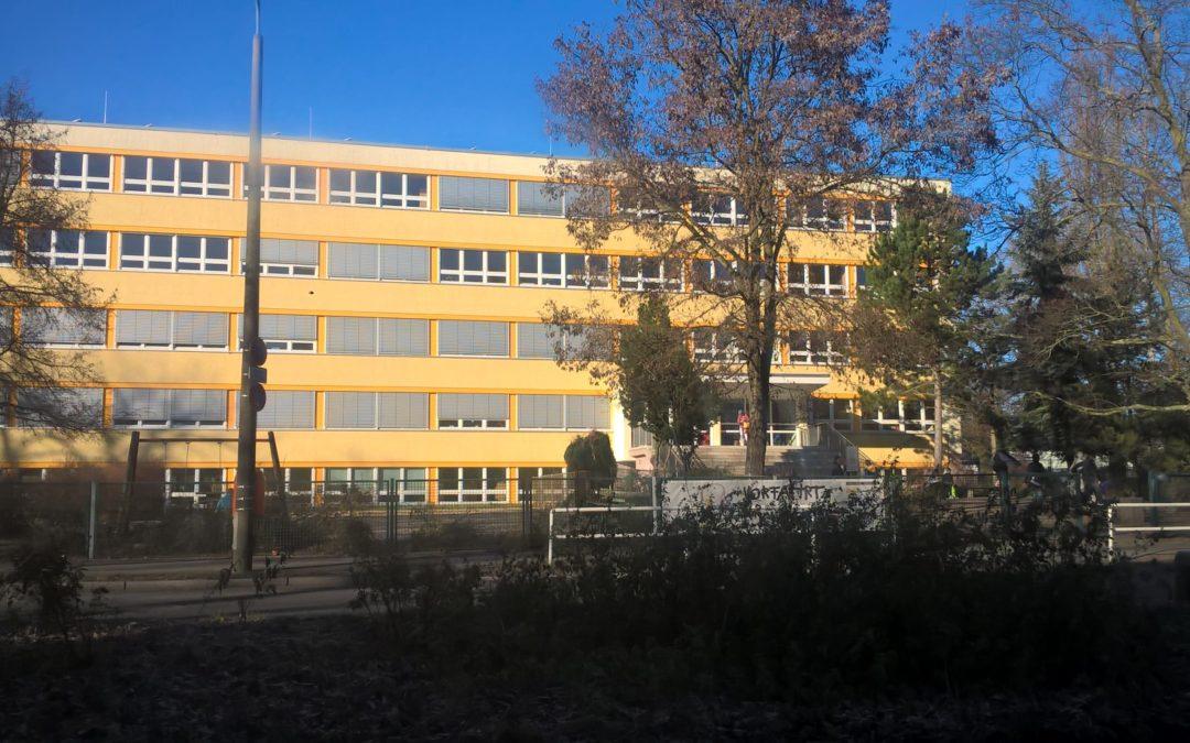 Училище в Германия с изцяло външна слънцезащита